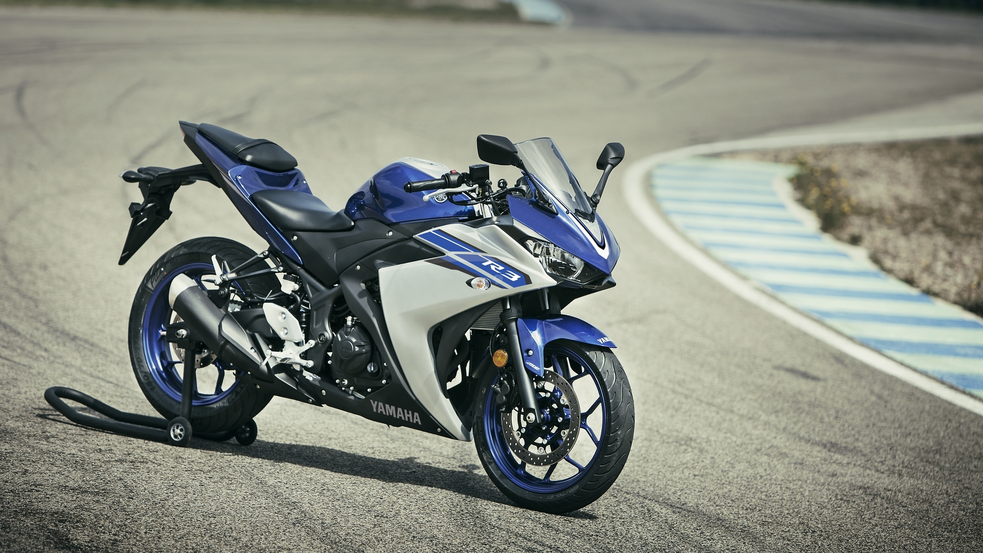 Yamaha yzf r3 is now available in matt grey shade in for Yamaha r3 price